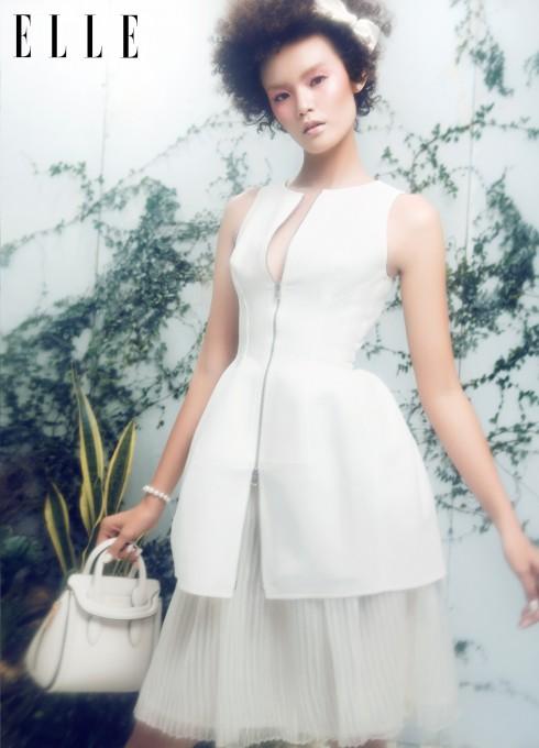 Đầm Alaia (Lualamilano), Chân váy Lam Boutique, Vòng tay Swarovski, Túi xách Alexander McQueen (Runway, Vincom B)