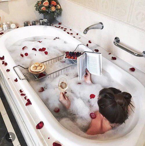 Lấy lại năng lượng bằng một giấc ngủ sâu hoặc thư giãn trong bồn tắm, đơn giản là bạn cần có những phút giây thực sự nghỉ ngơi