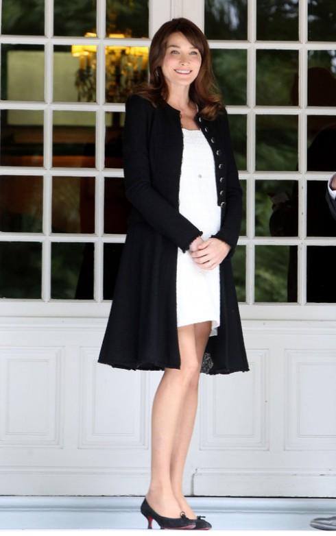 Carla Bruni<br/>Từ khi trở thành Đệ nhất phu nhân nước Pháp, Carla Bruni đón nhận được nhiều khen ngợi của báo chí về phong cách thời trang tinh tế.