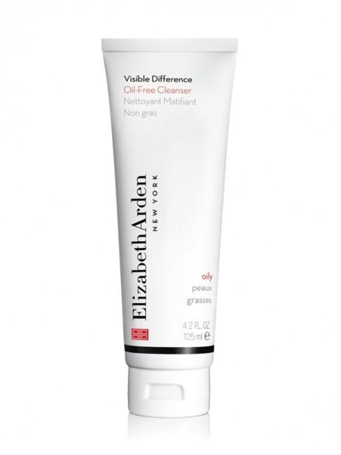 Sữa rửa mặt Elizabeth Arden Visible Difference Oil-free Cleanser tạo bọt chống dầu này giúp làm giảm kích thước của lỗ chân lông đồng thời cung cấp độ ẩm tối ưu và đem đến cho làn da của bạn cảm giác sạch, tràn đầy năng lượng và tỏa sáng. Giá khoảng 798.000 VNĐ.