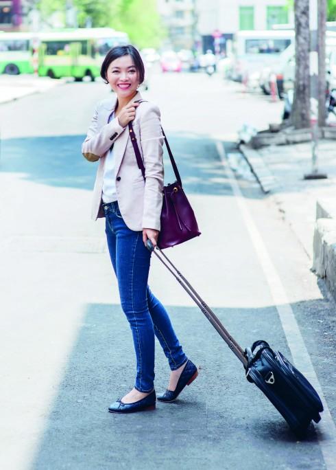 Áo thun Muji,I Áo blazer Zara, Quần jeans Forever 21, Túi Cartier, Giày Chanel