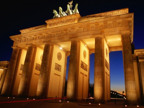 brandenburg-gate-at-dusk-berlin-germany