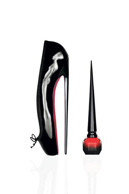 Thiết kế nắp lọ dài và nhọn đặc trưng như những chiếc gót giày