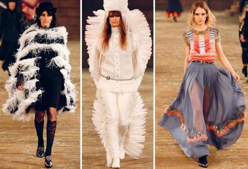 Dấu ấn phóng khoáng và lãng mạn của miền Viễn Tây nước Mỹ được tái hiện trên những chiếc áo khoác tua rua, áo poncho và váy dài cocktail thời thượng của Chanel.