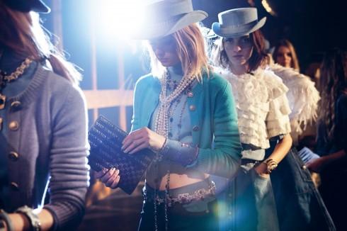 BST mang tên Paris - Dallas của Chanel đưa bạn vào giấc mơ về miền Viễn Tây nước Mỹ đầy tự do và phóng khoáng.