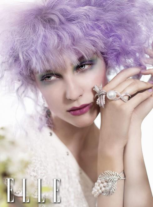 Đầm ren Jean Paul Gaultier <br /> Hoa tai BST Jardin d'hiver <br /> Vòng tay BST Perles de Couture &amp; Colibri Perles <br /> Tất cả trang sức từ Chanel