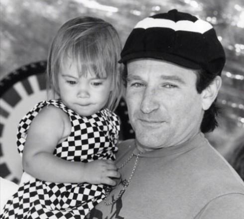 Tấm hình 2 bố con Robin Williams dược ông đăng tải để chúc mừng sinh nhật con gái tròn 25 tuổi.
