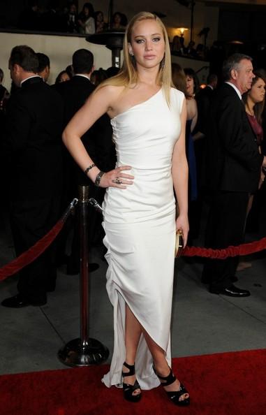 2011: Tại lễ trao giải Directors Guide lần thứ 63, Jennifer dường như không thành công khi phối chiếc đầm Prabal Gurung với đôi giày cao gót này.