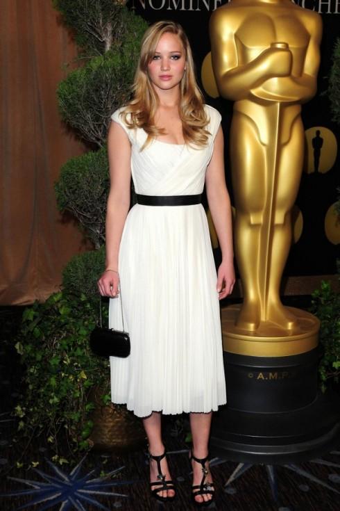 2011: Chiếc váy hiệu Chloe dường như là một sự lựa chọn an toàn cho sự kiện Academy Awards Oscar Nominees' Luncheon.