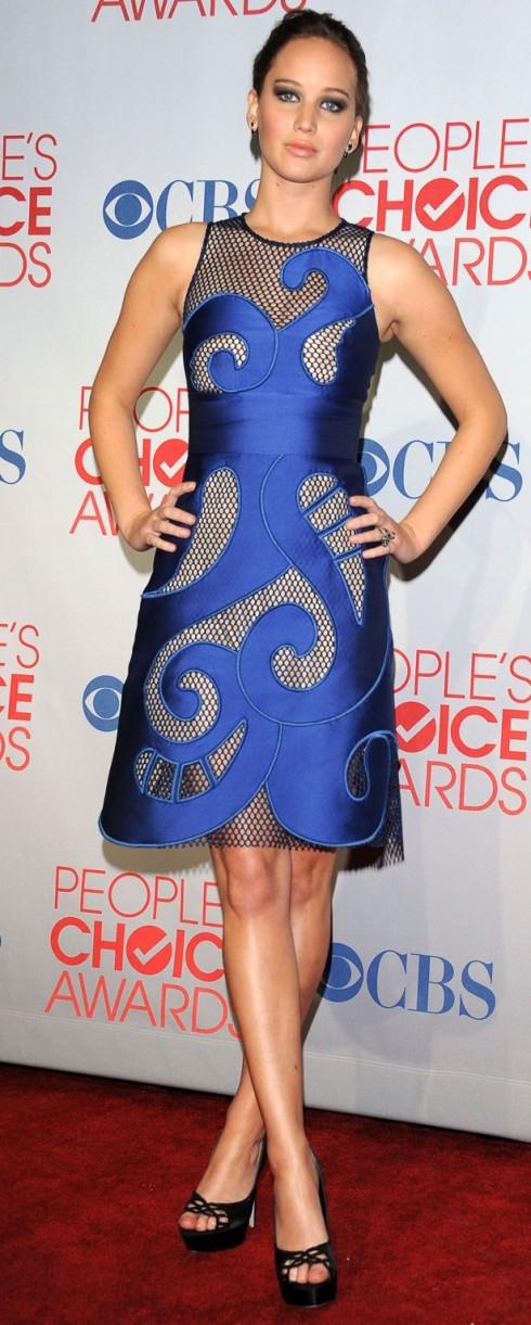 2012: Jennifer lawrence trong chiếc đầm xanh hiệu Viktor & Rolf tại lễ trao giải People's Choice lần thứ 38.