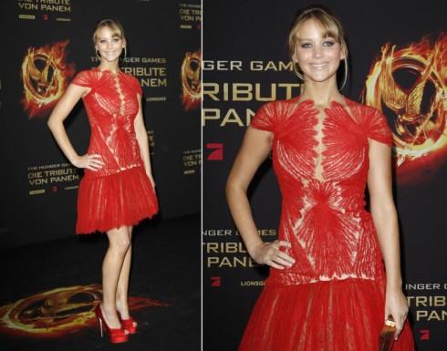 2012: Jennifer Lawrence trong chiếc đầm hiệu Marchesa tại buổi công chiếu phim The Hunger Games ở Berlin.