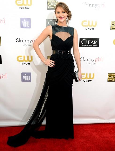 """2013: Lawrence tiếp tục xuất hiện trong một trang phục khác của Prabl Gurung tại buổi trao giải Annual Critics' Choice Movie lần thứ 18. <br>Cô nàng chiến thắng giải """"Nữ diễn viên chính xuất sắc nhất"""" trong bộ phim """"The Hunger Games""""."""