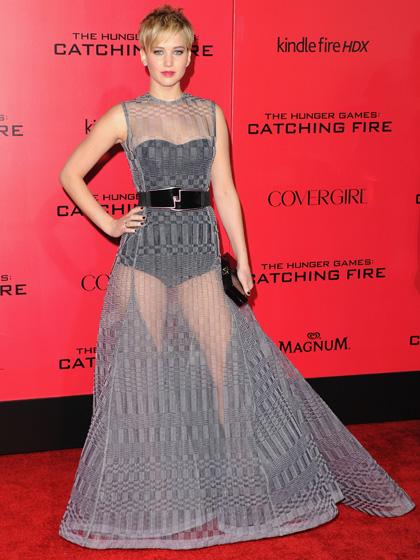 2013: Jennifer Lawrence táo bạo hơn trong chiếc đầm sheer khác của Dior Haute Couture.