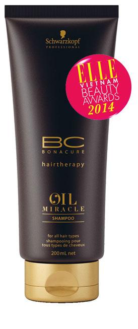 <strong>4. SCHWARZKOPF BC Oil Miracle Shampoo</strong><br/>Với chiết xuất tinh dầu Argan quý hiếm giàu acid béo giúp nuôi dưỡng, tái tạo lớp lipid tự nhiên cho tóc, để tóc chắc khỏe, sáng bóng. Công nghệ đột phá với hạt dầu siêu nhỏ cùng độ thoát hơi cực nhanh giúp tinh dầu phủ đều trên tóc và thấm sâu mà không gây tình trạng bết dính, nặng tóc. 290.000 VNĐ/200ml.