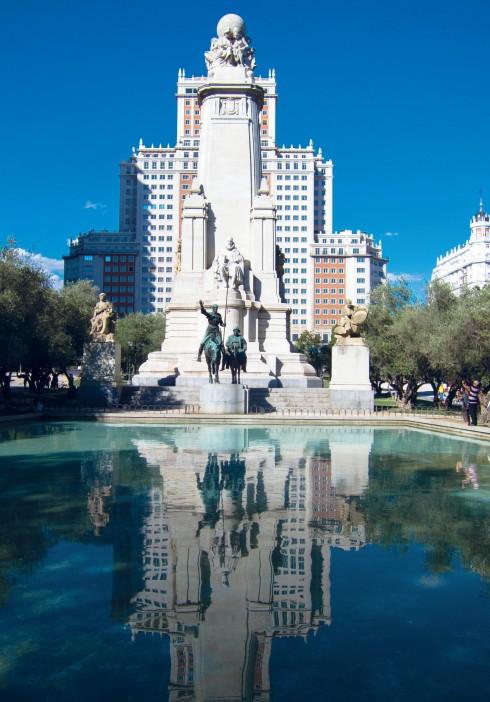 Bức tượng Don Quixote nổi tiếng nhìn từ xa