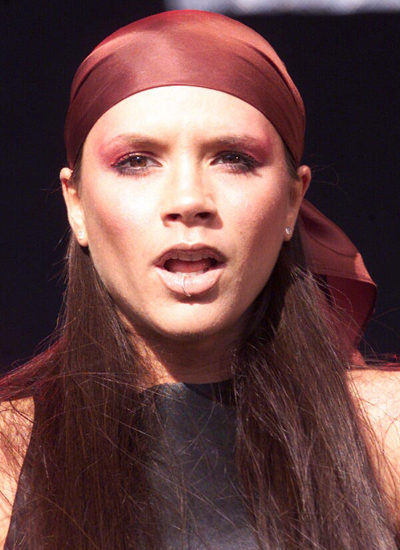 Năm 2001: Victoria biểu diễn tại BRMB Party Park