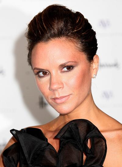 Năm 2008: Victoria ra mắt thương hiệu ở London.