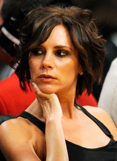 Năm 2009: Victoria đi xem một trận bóng rổ nhà nghề.