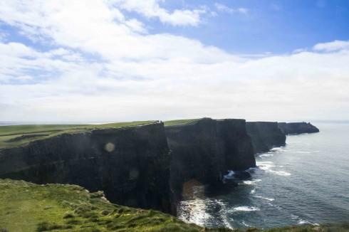 Cliffs of Moher dưới nắng đầu hạ