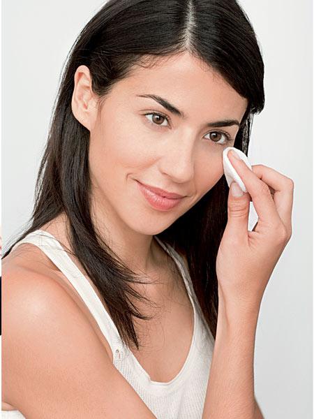 10 thói quen chống lão hóa cho làn da - Tẩy trang sạch