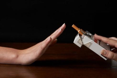 10 thói quen chống lão hóa cho làn da - Bỏ hút thuốc & uống rượu
