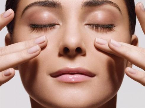 10 thói quen chống lão hóa cho làn da - Massage mặt