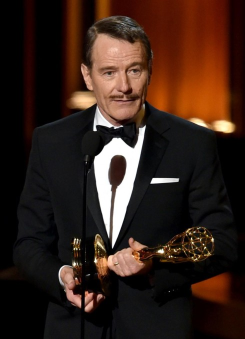 Bryan Cranston nhận giải Nam diễn viên chính xuất sắc trong phim chính kịch Breaking Bad.