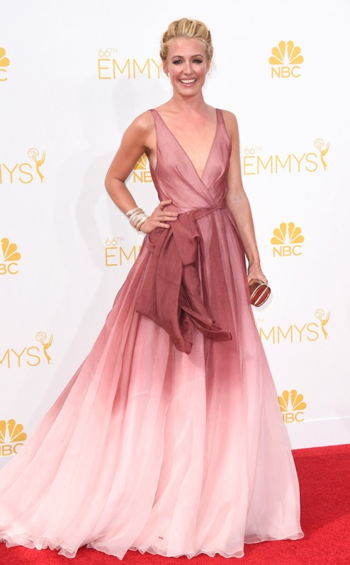 Cat Deeley, cựu người mẫu kiêm MC chương trình truyền hình So you think you can dance, mặc thiết kế của Burberry