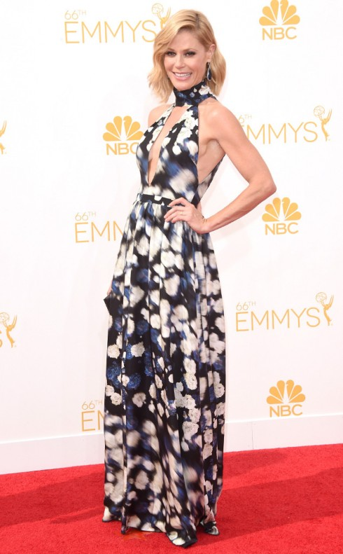 Julie Bowen của Modern Family chọn đầm họa tiết của Peter Som