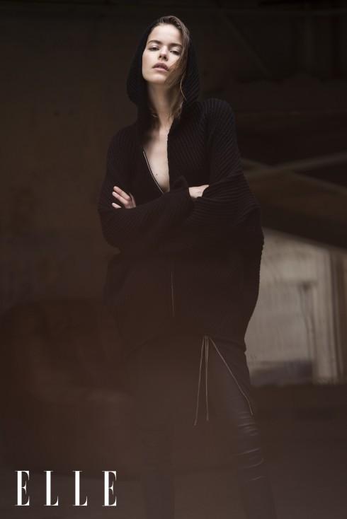 Áo len có mũ Barbara Bui, Quần legging da và chân váy Jean Paul Gaultier