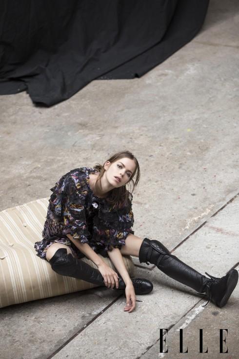 Đầm, Bốt sneaker da Chanel