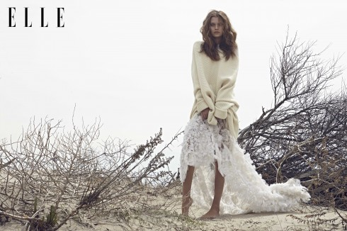 Áo sweater ngoại cỡ Christian Dior, Áo sơmi Michael Kors, Chân váy Erdem