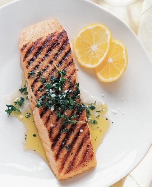 1. Thực phẩm chứa lysine và proline. <br/>Cá là một trong những nguồn giàu lysine và proline. Ngoài ra, cá còn giàu coenzyme Q-10, thúc đẩy tái tạo collagen trong cơ thể.