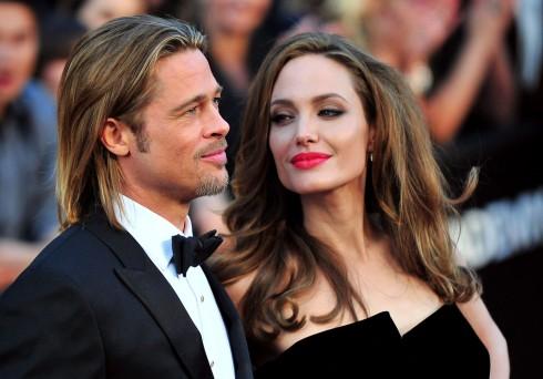 <br/>Brad Pitt y Angelina Jolie llegan a la alfombra roja de los Premios de la Academia 84 ª en el centro de Hollywood y las montañas en la sección Hollywood de Los Angeles en febrero 26, 2012. UPI / Kevin Dietsch
