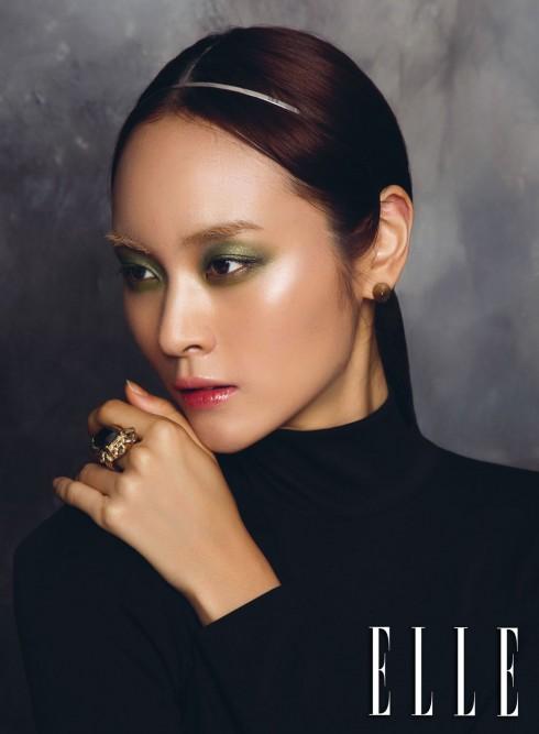 Trong các show của Chanel, Christian Dior, Anna Sui, Kenzo ta đều thấy những bầu mắt đầy sắc màu. Cuộc chơi với màu dường như không có giới hạn.