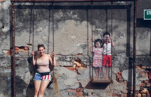 Nghệ thuật đường phố cũng dần vấp phải những ý kiến nghi ngại về tính tự do, ngẫu hứng vốn là đặc trưng của trào lưu này