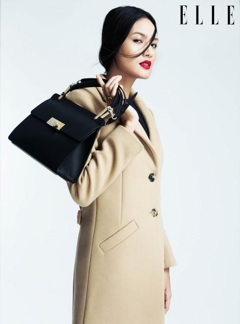 """Balenciaga <br/> """"Khi một người phụ nữ mặc chiếc áo choàng Balenciaga bước vào phòng, người ta không còn nhìn thấy người phụ nữ khác ở đó"""". Câu nói này là lời ngợi khen tiêu chuẩn và kỹ thuật cắt may thượng thừa của nhà mốt Pháp lừng danh. Chính Christian Dior cũng phải từng thốt lên rằng NTK Cristóbal Balenciaga (sáng lập nhà mốt) là"""