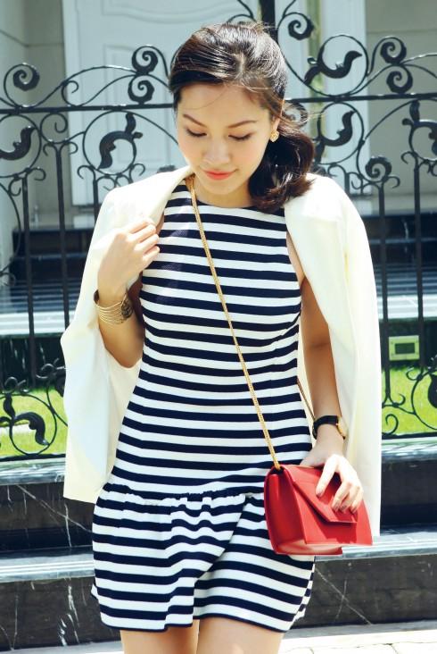 Đầm Anna Vo, Blazer Zara, Hoa tai Vintage, Túi Saint Laurent