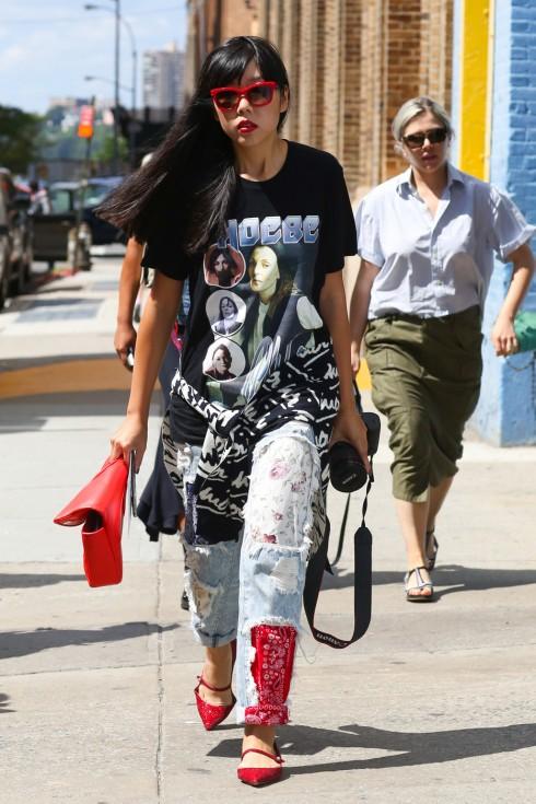 Các fashionista luôn có nhiều cách mix match thú vị.