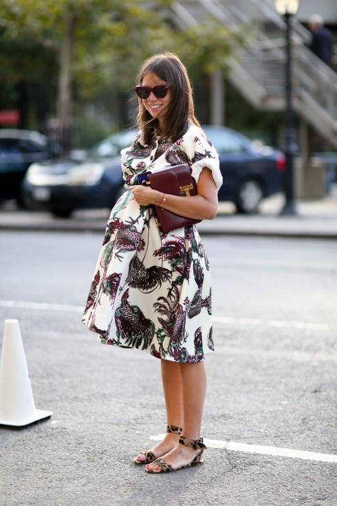 Ai nói bầu thì không thể nào ăn mặc đẹp? Chỉ cần lựa chọn chất liệu và họa tiết phù hợp, các bà mẹ tương lai nhìn vẫn