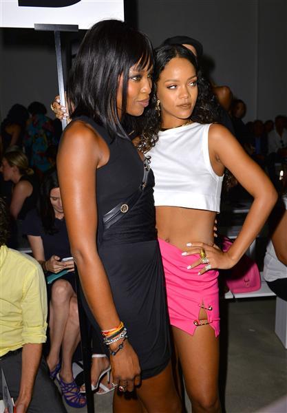 Naomi Campbell và Rihanna tham dự show diễn của Versus Versace (7/9)