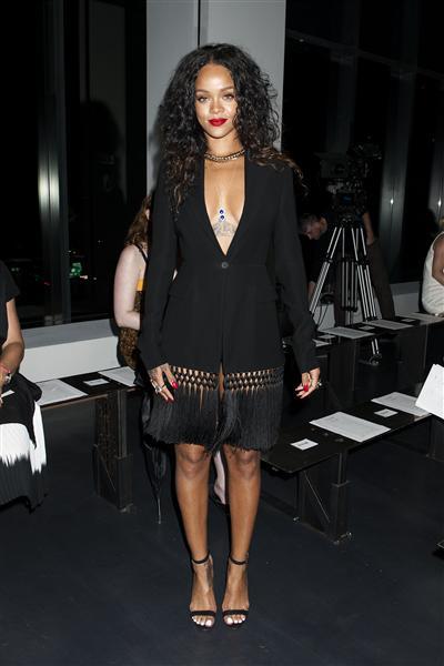 Rihanna tại show diễn Altuzarra (6/9)