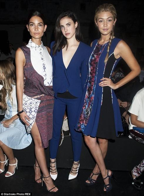 Người mẫu Lily Aldridge, người mẫu - diễn viên Margaret Qualley và ngôi sao truyền hình Gigi Hadid tại show diễn Prabal Gurung (7/9)