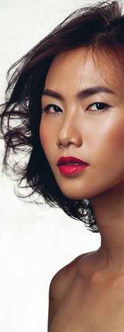 <strong>DƯỠNG DA</strong><br/>Năm 2014 có thể được coi là một năm đột phá của các thương hiệu mỹ phẩm dưỡng da Hàn Quốc tại Việt Nam. Những cái tên như Sulwhasoo, Laneige, Nature Republic, The Face Shop, Skin Food đã trở nên quen thuộc hơn với các quý cô cả hai miền Nam-Bắc. Bên cạnh đó vẫn là sự thống trị của các nhãn hiệu đến từ phương Tây.