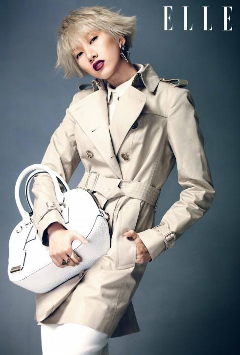 Burberry<br/>Phom dáng suôn thẳng, thanh lịch của các thiết kế gợi nhớ phục trang trong những bộ phim Anh quốc thập niên 1930 và 1940. Váy bút chì là một ví dụ, nhưng kiểu váy này được thể hiện đầy sinh động với nhiều chất liệu như ren hay đính hạt và xếp lớp. Ngoài ra, mẫu áo trench coat huyền thoại cũng được làm mới với những chi tiết thiết kế mang cảm hứng quân đội.