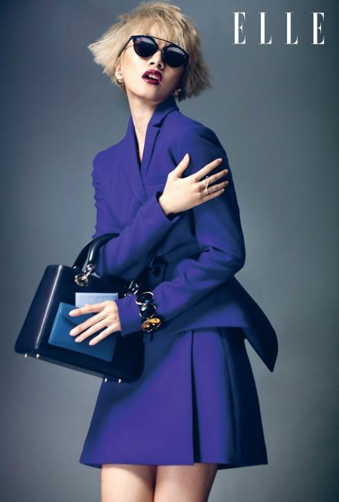 Christian Dior<br/>Giám đốc sáng tạo Raf Simons cho biết BST Christian Dior mùa này đề cao sự tự do và quyền lực bí ẩn của phụ nữ. Phong cách nữ tính, thanh lịch và tinh tế quen thuộc của nhà mốt được kết hợp hoàn hảo với sự cách tân, hiện đại, mang đầy tính thử nghiệm của NTK người Bỉ tài danh.