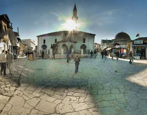 Khung cảnh quảng trường cổ kính tưởng như chỉ còn trong truyện cổ