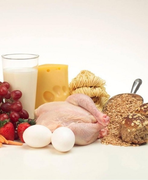 Vitamin B7  <br/>Vitamin B7 hay Vitamin Biotin, có trong trứng, bột yến mạch, chuối và gạo, được các nhà khoa học khẳng định là thành phần làm giảm rụng tóc, giúp móng tay được chắc khỏe, và đặc biệt trị da nổi mẩn do cháy nắng.