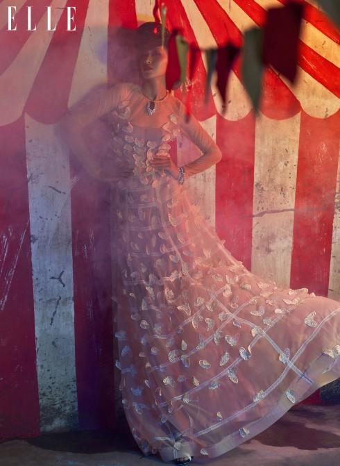 Đầm Trương Thanh Long, Vòng cổ Dior, Vòng tay Swarovski, Giày Aldo