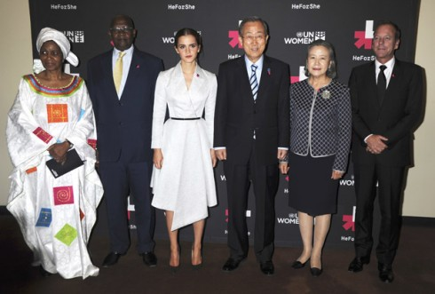 """Tổng thư ký Liên Hiệp Quốc Ban Ki-moon khen ngợi Emma Watson: """"Tôi hy vọng Emma tiếp tục dùng chiếc đũa pháp thuật để chấm dứt tình trạng bạo lực với phụ nữ""""."""